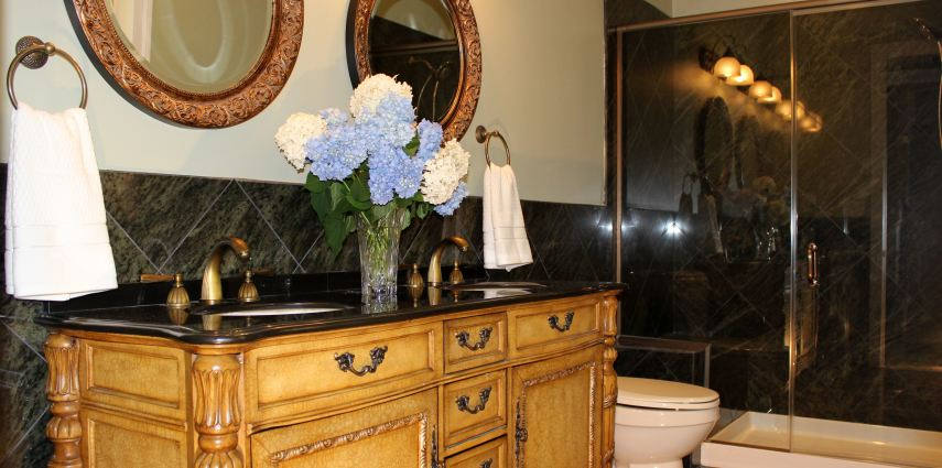 Mediterranean Style Bathroom Design